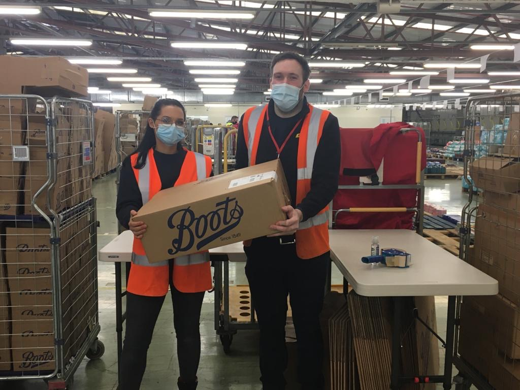 Image of supply chain colleagues in the warehouse